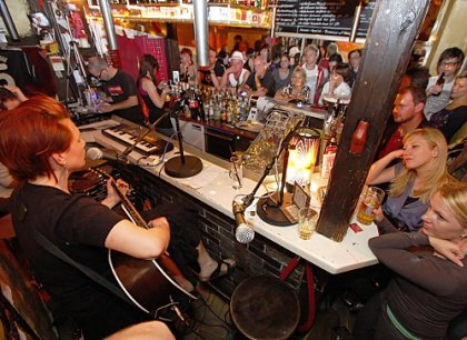 Mata hari bar n rnberg wohnzimmermusik for Bar 42 nurnberg